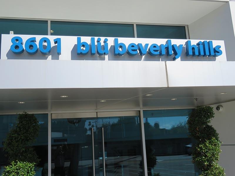 Reverse Channel Letters, blu in Beverly Hills
