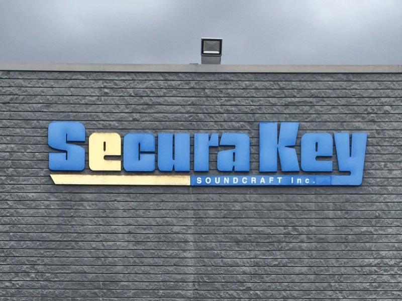 metalbusinesssign_beforeafter_securakey_northridge_premiumsignsolutions1