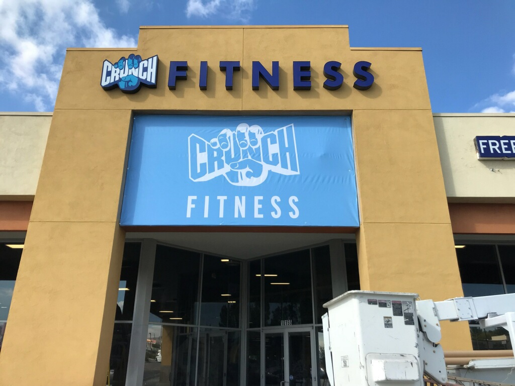 Custom banners, full color banners, printed vinyl, heavy duty banners, oversized banners, building banners, fitness signs, gym sign, northridge, crunch fitness