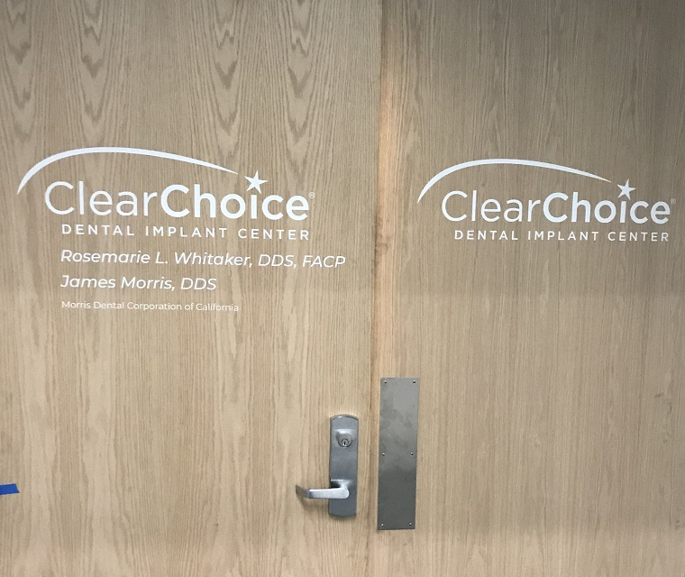 window and wall graphics, window graphics, wall graphics, dental clinic, clinic sign, dental sign, Door graphics, vinyl lettering, storefront graphics, Window Graphics Company Los Angeles, Wall Graphics Company Los Angeles, Clear Choice New Signage Encino, Encino Sign Company, Clear Choice Encino, Premium Sign Solutions Tarzana, Premium Sign Solutions Company Los Angeles, Encino Custom Vinyl Wall Graphics