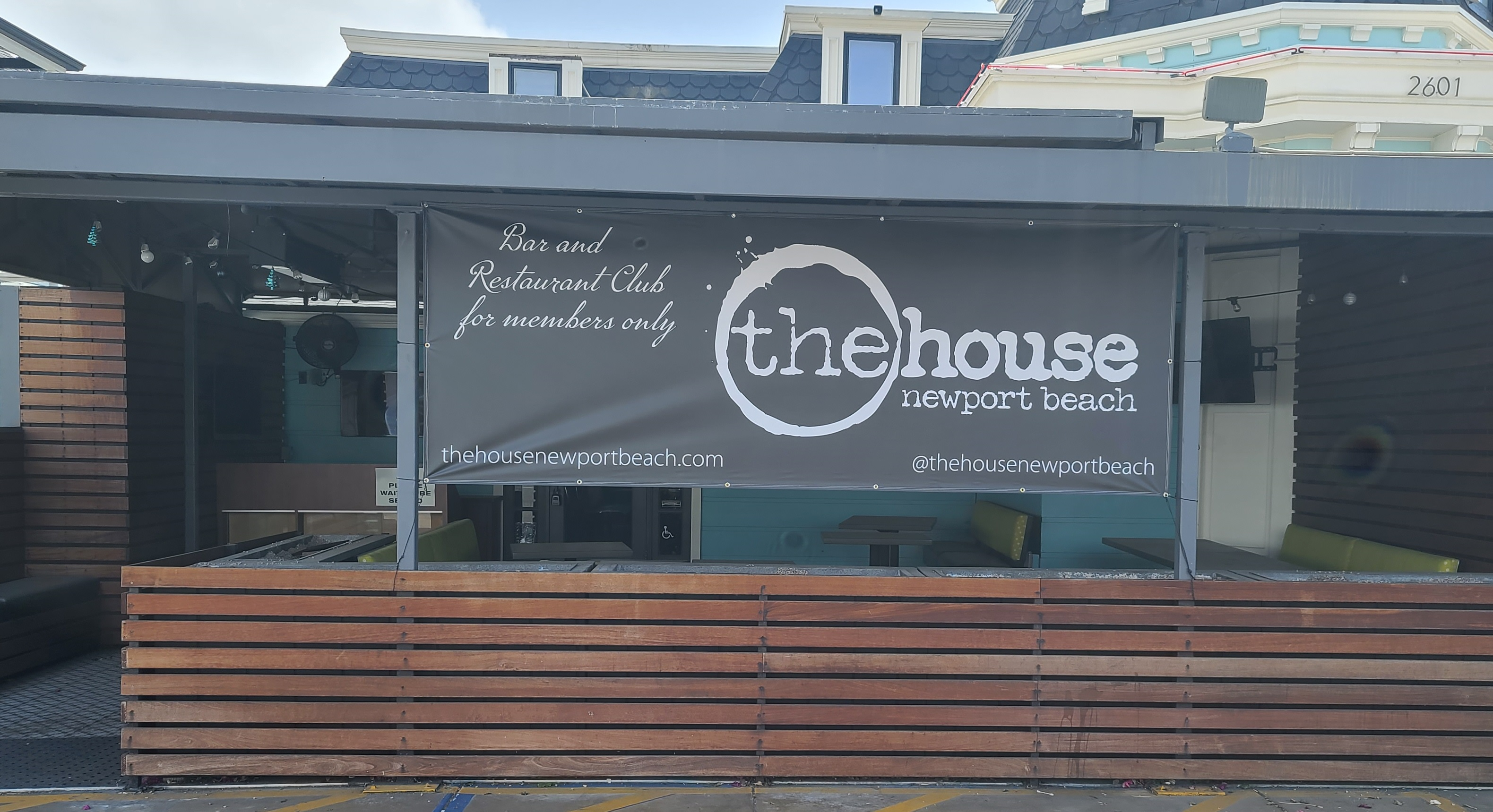 With this custom banner restaurant sign, The House Newport Beach can show off their members-only bar and restaurant club.