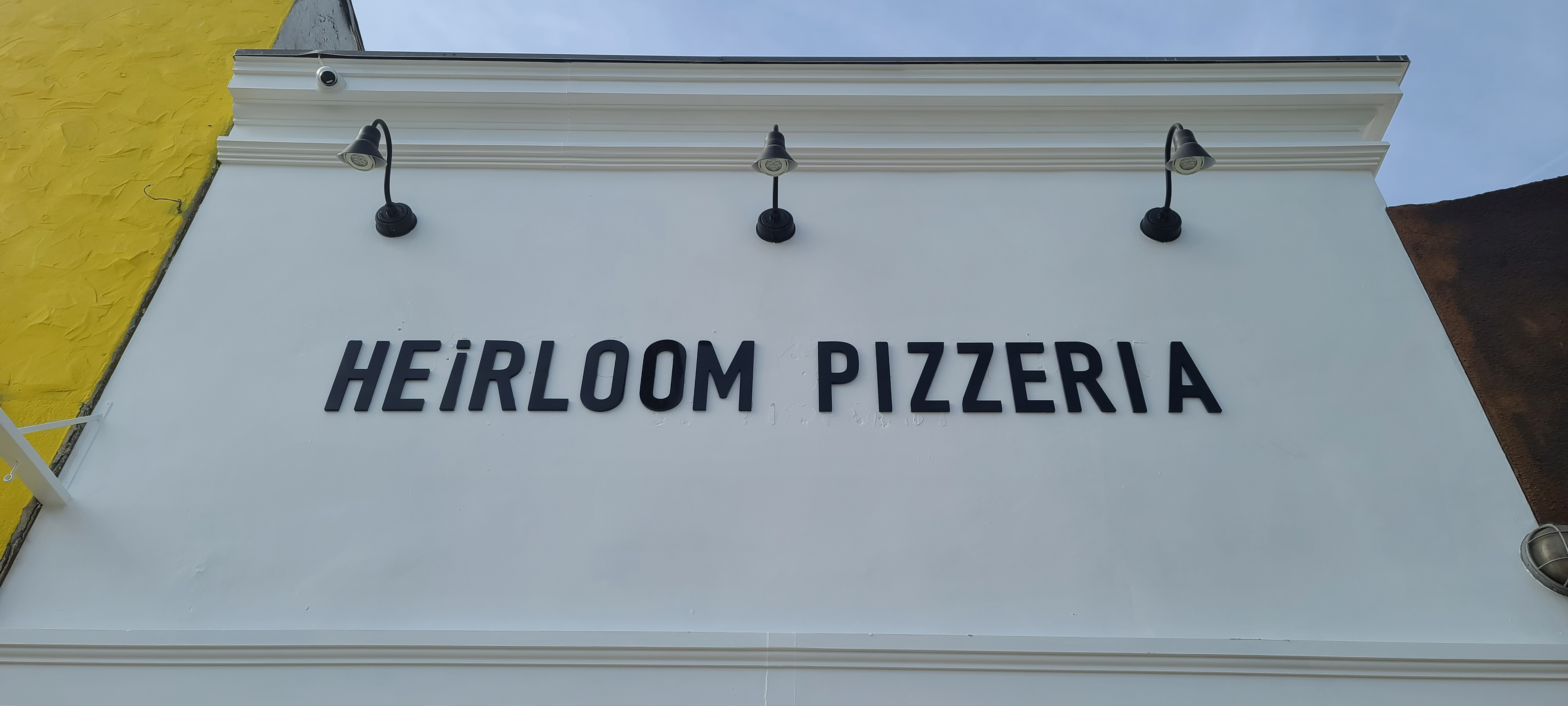 Quality signage increases brand visibility and attract customers. Like these dimensional letters for Heirloom Pizzeria in Los Angeles.