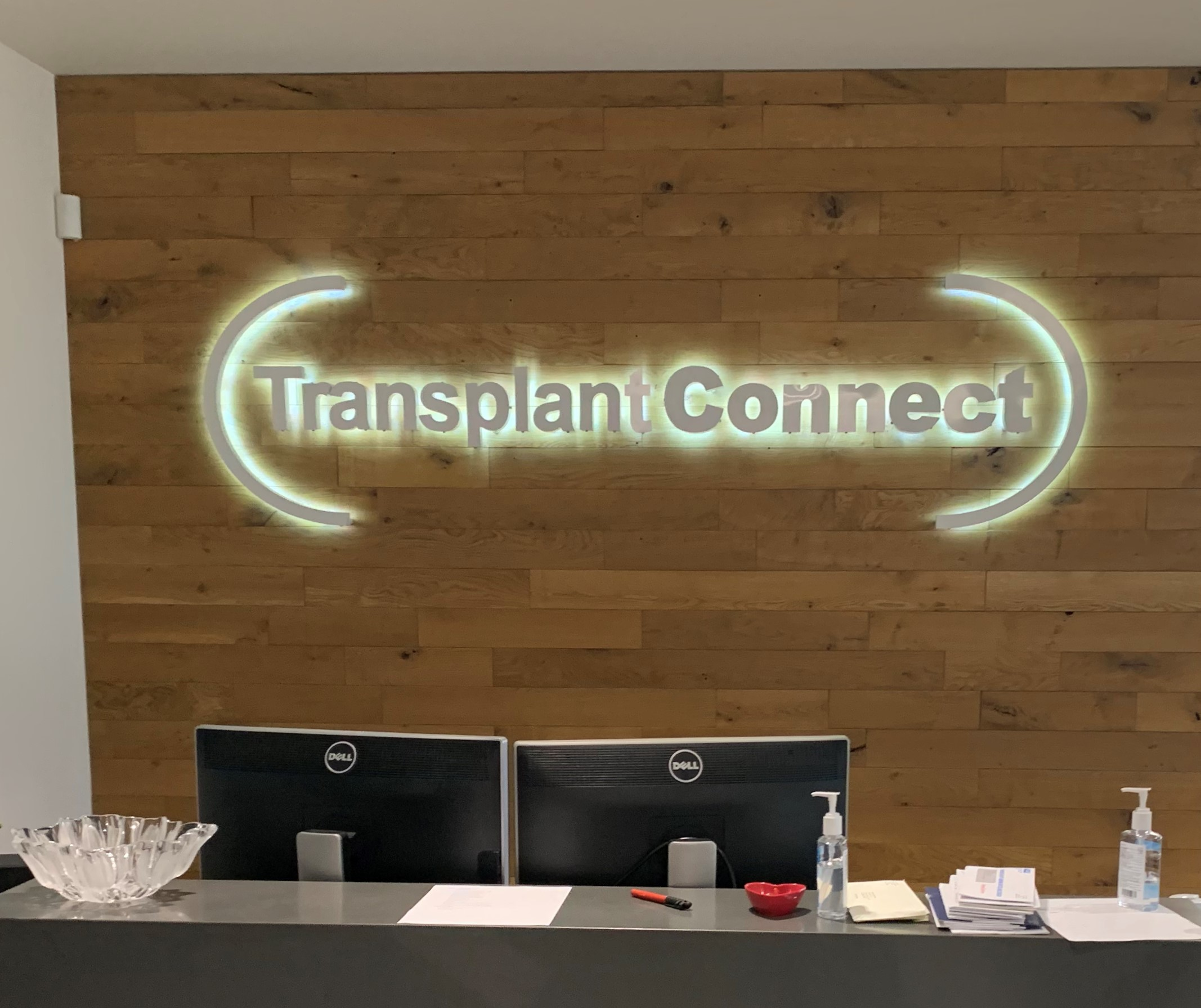 Our tech firm office lobby sign for Transplant Connect's Los Angeles facility, an eye-catching display that will enhance their workplace.