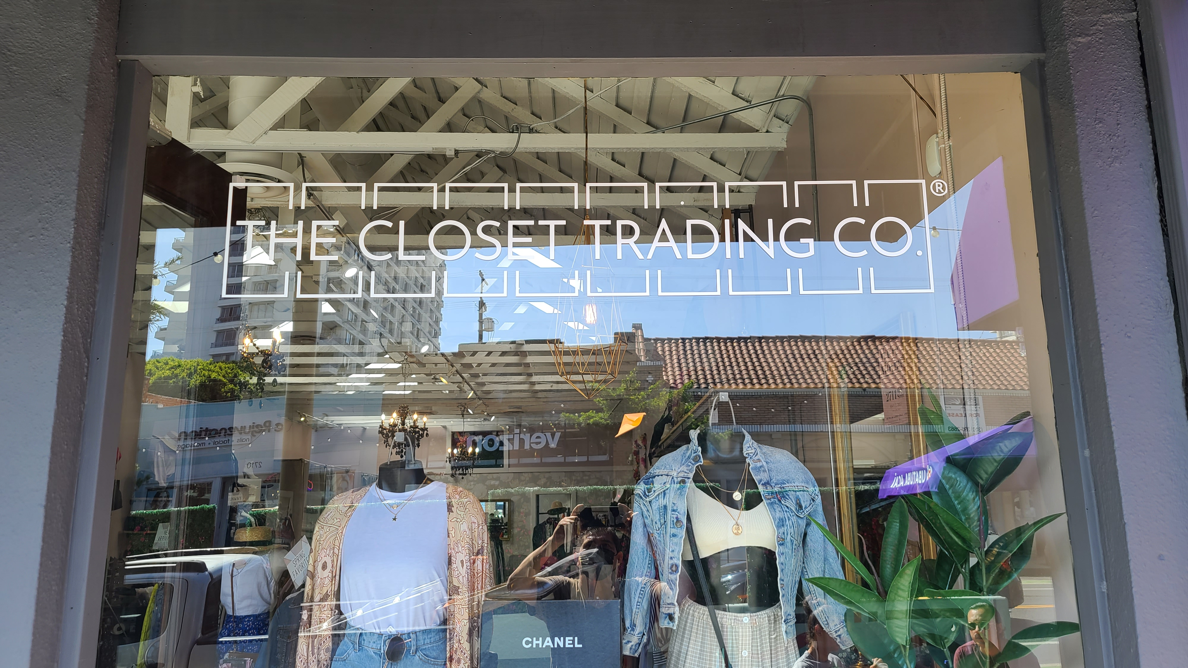 With the boutique window graphics package we installed for The Closet Trading Company, their Santa Monica storefront will be even more eye-catching.